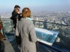 Ausblick vom Main Tower in Frankfurt: Überall auf dem Dach findet man Hinweistafeln für den groben Überblick.