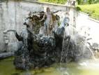 Der Neptunbrunnen hinter dem Schloss