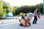 Mit dem Bollerwagen kann man den Park bequem erkunden